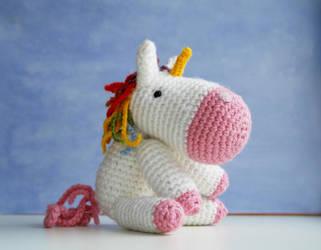 Crochet amigurumi unicorn by tinyAlchemy