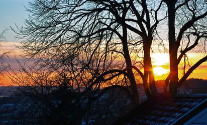 Mid-February sunset by lekkiM