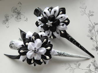 Paired hairpins (Black and White) by Selia-sama