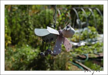 Garden Bee by zaya