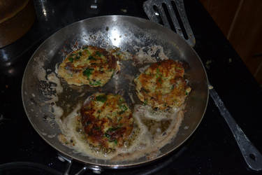 Potato Cakes In The Pan by yereverluvinuncleber