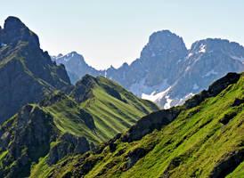 Walking on the ridge by Sergiba