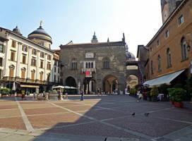 Piazza Vecchia by Sergiba