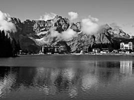 Misurina lake and Sorapiss by Sergiba