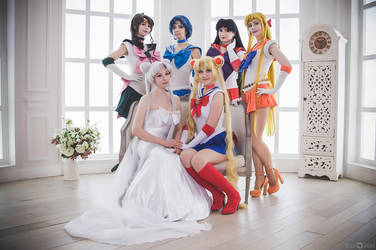 Queen and her Senshi by LoveSenshi