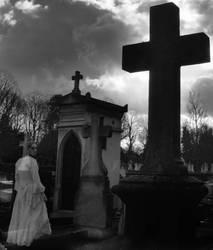 Graveyard Ghost by flyright