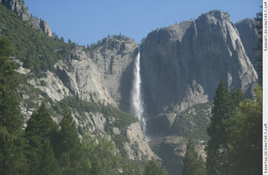 Yosemite 8 waterfall by RoonToo