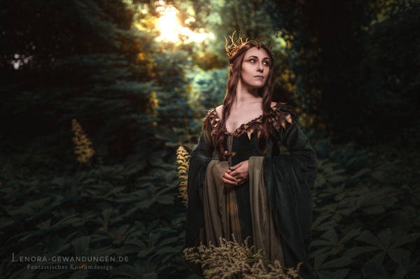 Lady of Mirkwood 2016 by LenoraGewandungen