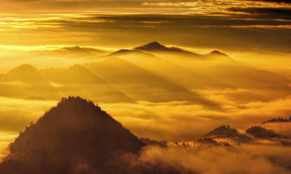 Pieniny Mountains by PawelUchorczak