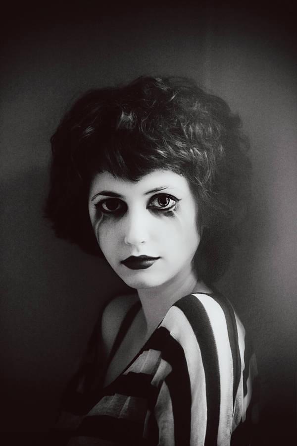 The Sad Clown by bittersweetvenom