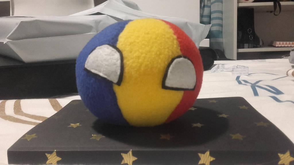 Romaniaball -for sale- by GleekingGeek