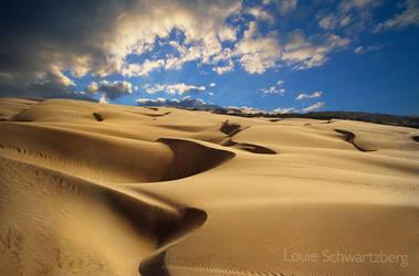 Kissing the Sands by louieschwartzberg