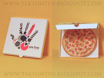 Pie Five Pizza Paper Toy by Tektonten