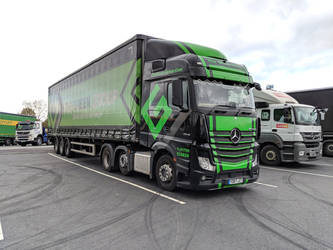 Green Group Actros MP4 by thinskin45