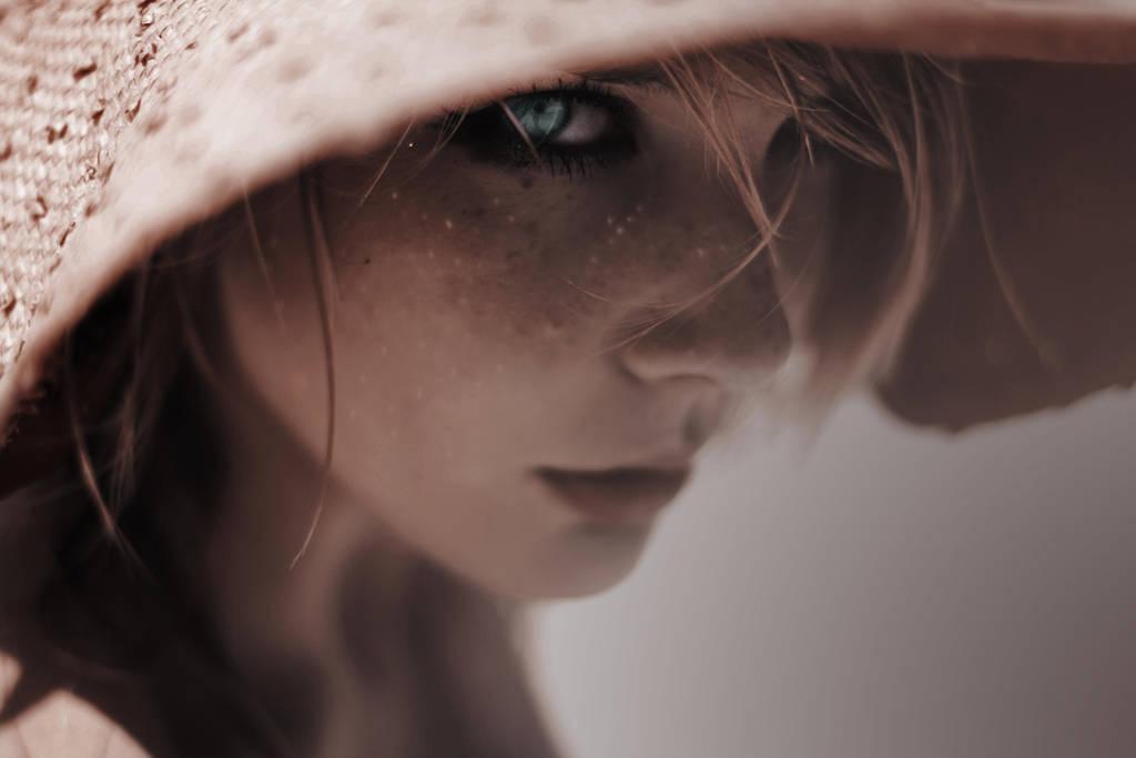 Hungry Eyes by AngelikaZbojenska