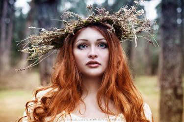 Dryad of Fall by LienSkullova