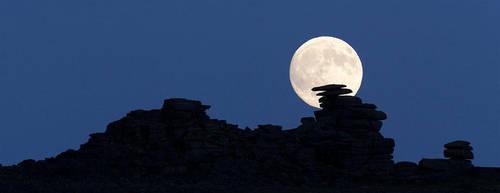 Staple Tor Moonrise by Alex37