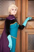 Elsa, please, open the door by GrimildeMalatesta