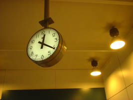 A Clock on the Trainstation by wiedo