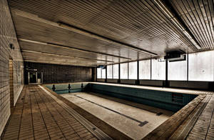 Swimming Pool by stengchen