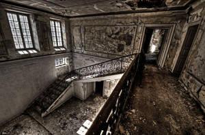 Empty Walls by stengchen