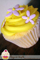 Lemon Cupcake by harleshinn