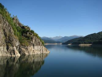Vidraru Lake by deepskyD
