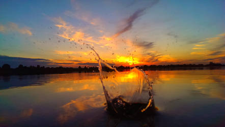 The water touchs the Sun by Drachenherz2070