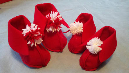 Red baby booties by StarbitJewels