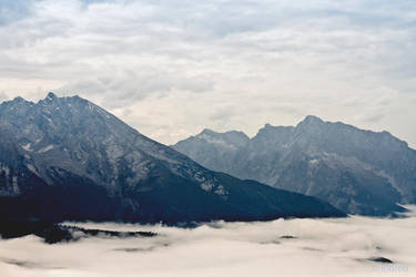 Misty Mountains by gietine