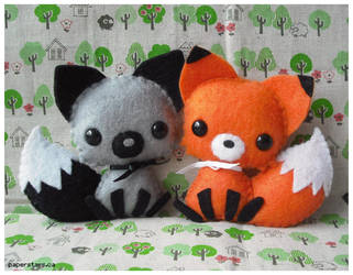 Fox Plushies by littlepaperforest