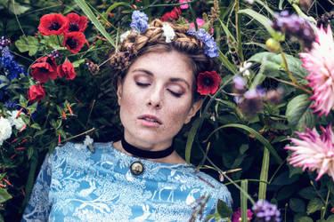 An Alice Story: The Garden by 0kmidnight
