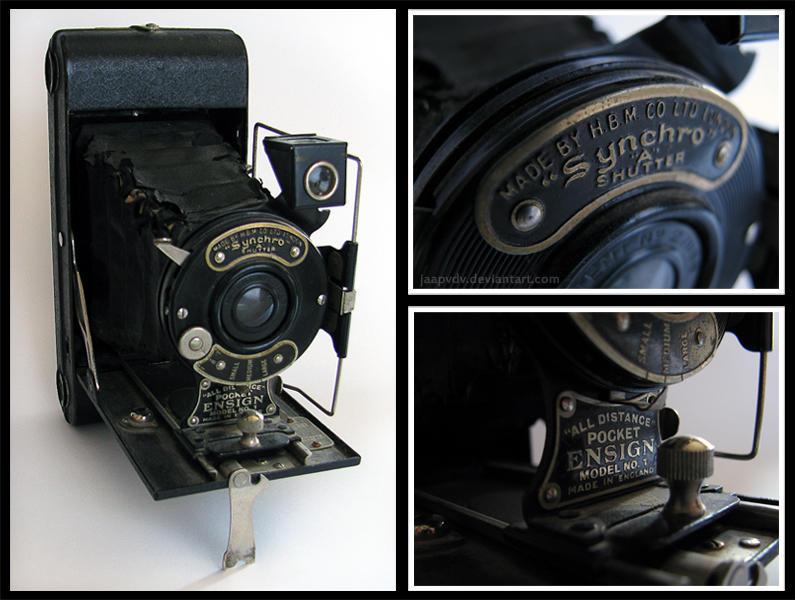 Old Camera by JaapvdV