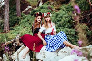 Folky divas by Wixana