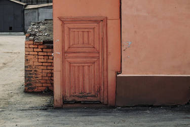 another red door by klopmaster