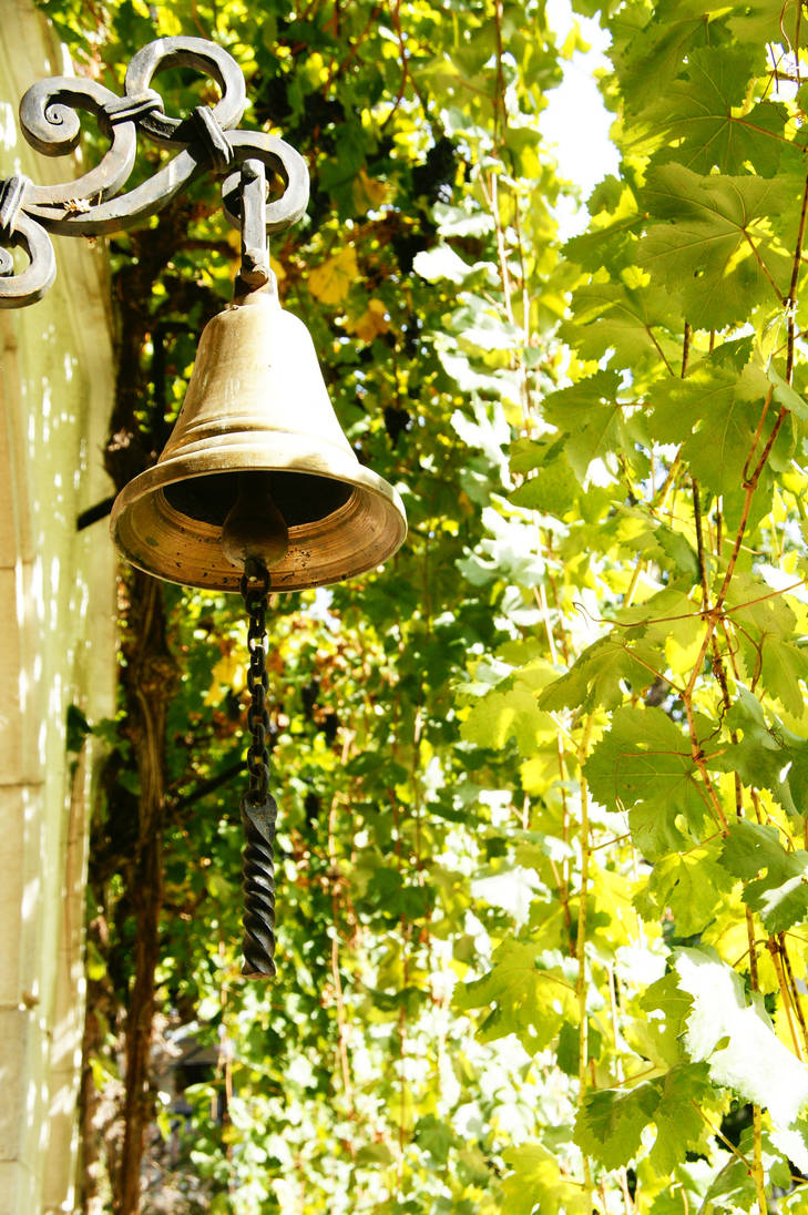 Bell and leaves by Heurchon
