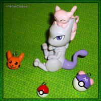 Pokemon Halloween - Mew and Mewtwo Pumpkin Carving by YellerCrakka