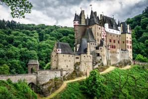 Dark castle by wolfblueeyes