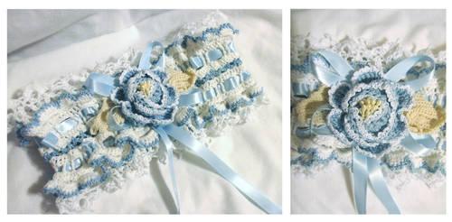 Crochet wedding garter by EruwaedhielElleth