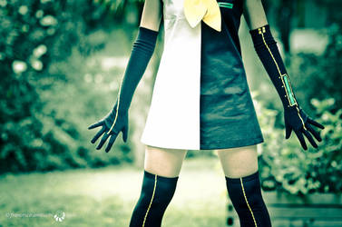 Meltdown: Rin Kagamine cosplay by Adurnah