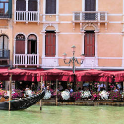 Lunchtime in Venice by xuvi