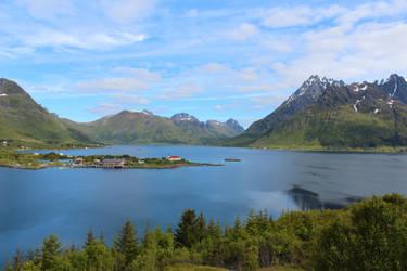 Lofoten landscape by xuvi