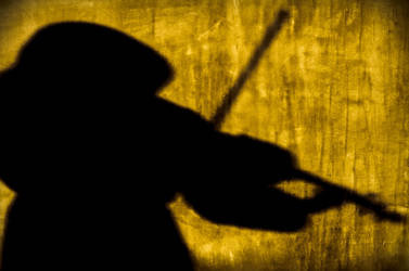 Violinist...or ninja? by honorable-sword