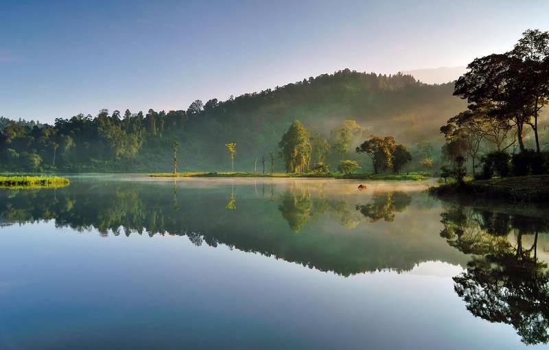 Morning at Situ Gunung by thesaintdevil