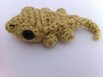 Tiny Crested Gecko by craftycalamari