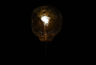 Shattered Light bulb uno by philinchilin