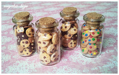 little bottles with cookies by Miyaka89