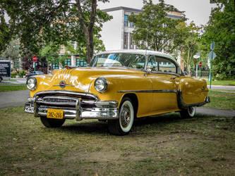 1954 Pontiac Star Chief by Kitteh-Pawz