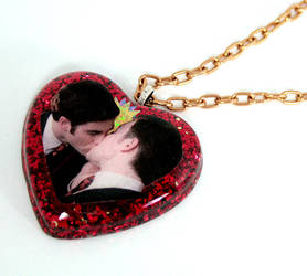 Klaine Kiss Necklace by Metatronis