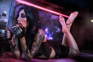 She's a Killer Queen, gunpowder and cigarettes by Hidrico